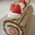 苺の入ったロールケーキ